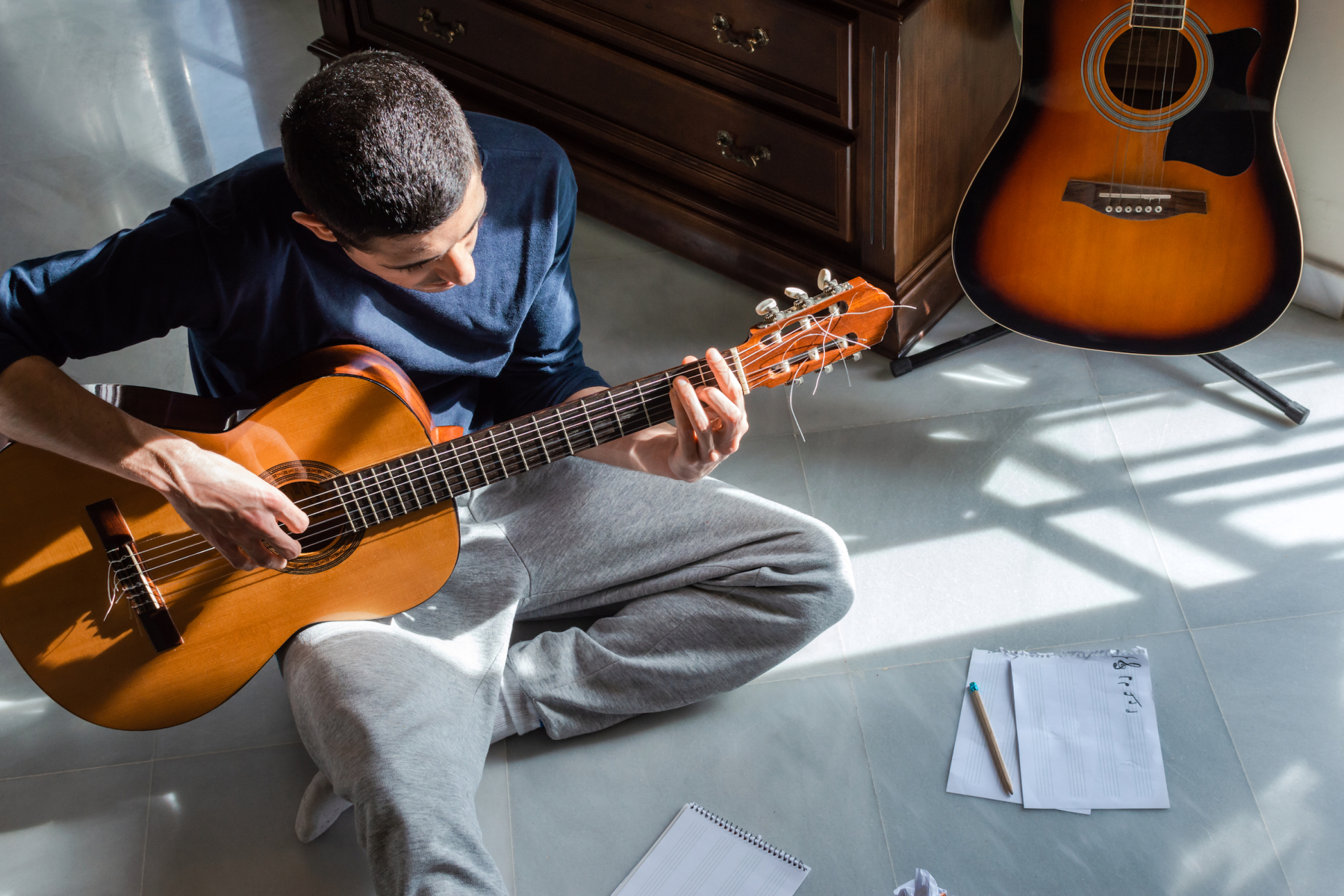 How To Hold A Guitar – Easy And Simple Beginner Guitar Lessons